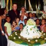 Alle wollten mit dem Brautpaar auf ein Foto, hier die ganze Kinderschar...
