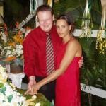 Zum Anschneiden der Hochzeitstorte hat sich Claudia erneut umgezogen.Das ist nun alles, der weitere Verlauf des Abends wurde nicht mehr dokumentiert, es folgte la noche de la boda entonces la luna de miel...